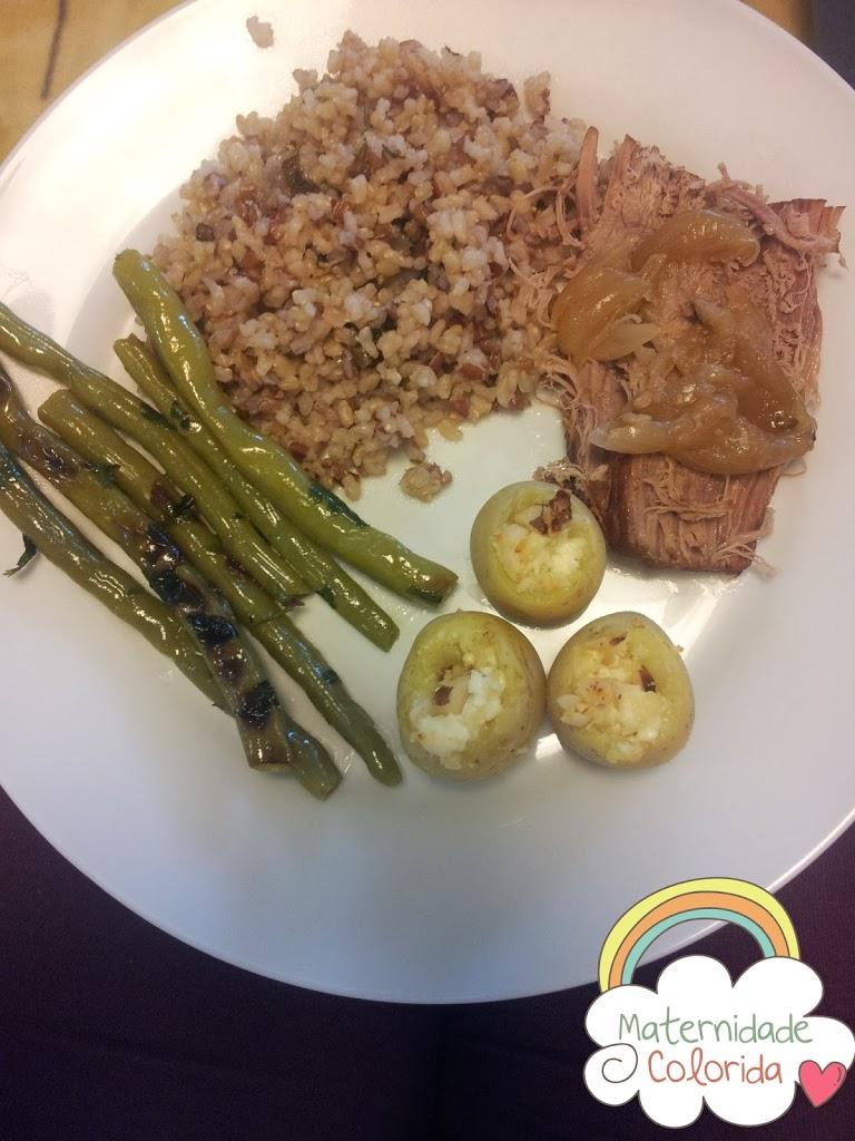 Carne de panela, arroz integral, batata bolinha recheada e vagem sautê