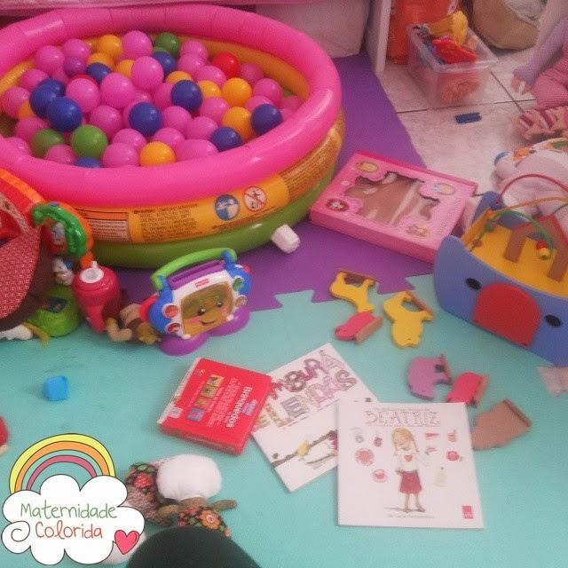 livros-e-brinquedos-maternidade-colorida