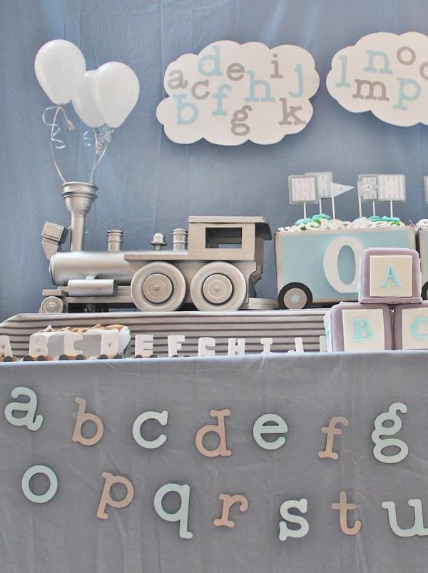 silver-train-dessert-table-centerpiece