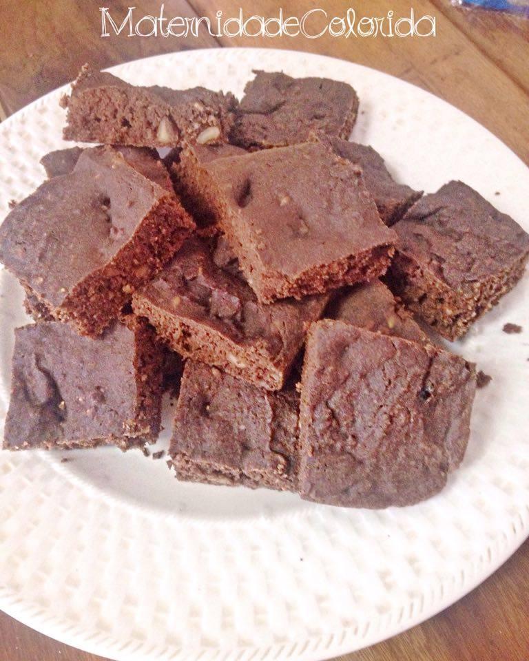 brownie de cacau sem glúten e leite de vaca