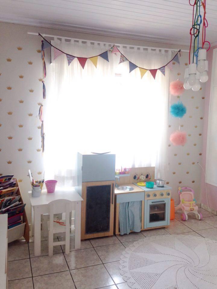 quarto-para-crianca-maior-com-estilo-montessoriano-1