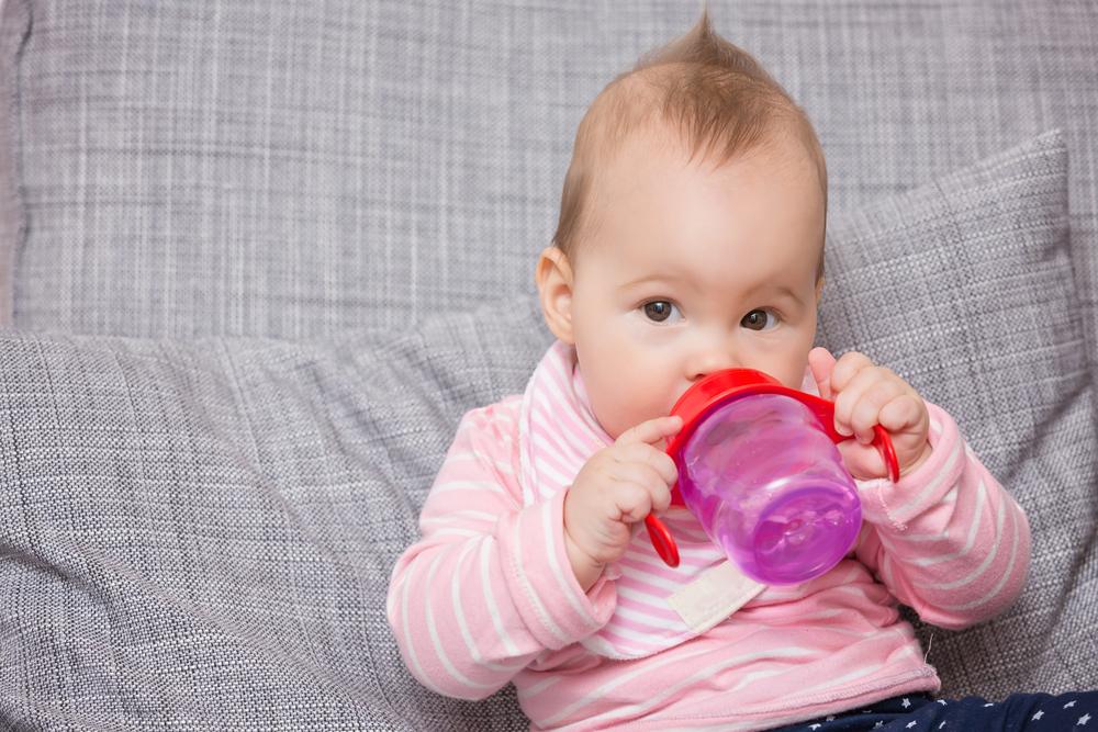 7 dicas para criar o hábito do bebê tomar água!