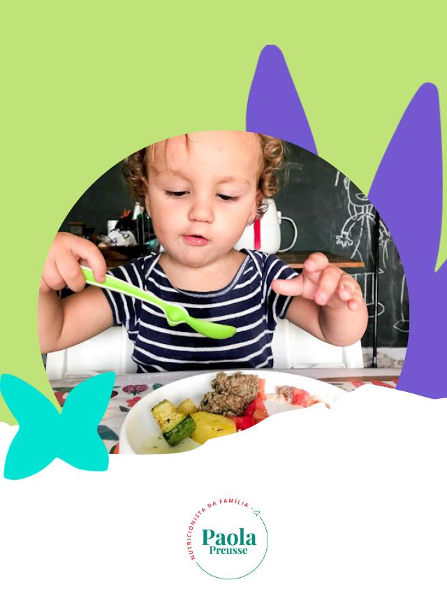 Quando os bebês começam a comer de talher?